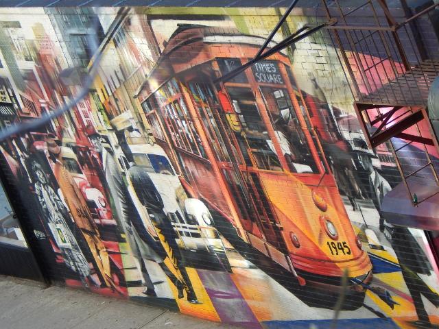 Street Art in New York, VJ Day in Times Square von Cobra ist in der Nähe der High Line zu sehen.
