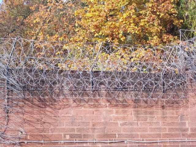 Der vergitterte Gefängnishof des Alcatraz, Kaiserslautern.