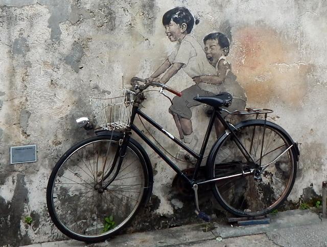 Street Art Penang Armenian Street Kinder mit Fahrrad