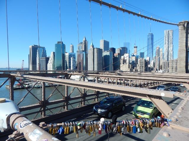 Liebesschlösser an der Brooklyn Bridge.