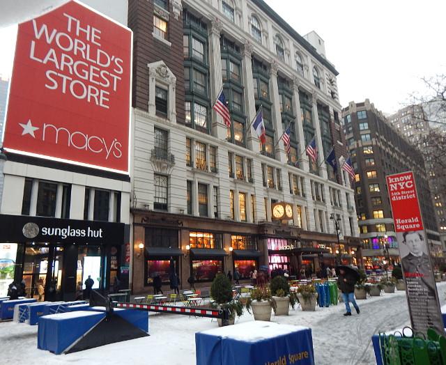 Shopping in New York - Macys.