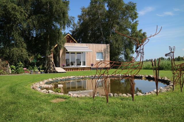 Naturhäuschen mit Garten und Teich