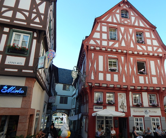 Das Kronentor mit dem Schnuggelelsje Haus in Boppard