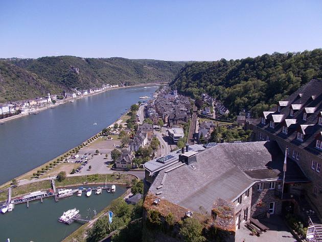 Blick vom Uhrturm der Rheinfels auf Sankt Goar.