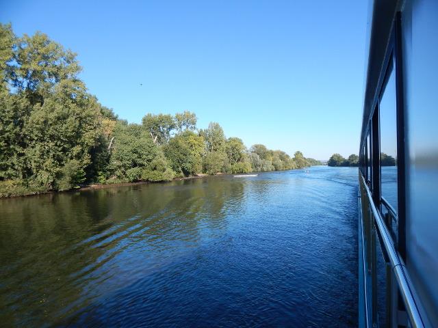Blick auf wunderschöne Flusslandschaften von der Kabine aus.
