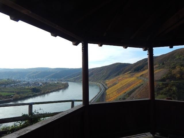 Blick auf den Rhein von der Mandelsteinshütte im Bopparder Hamm