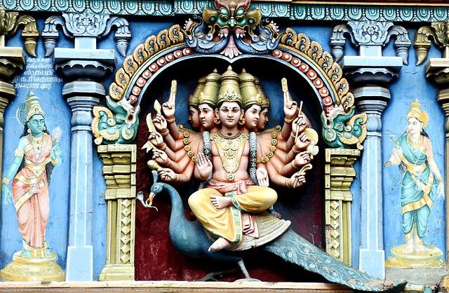 Gott Murugan auf einem Pfau reitend