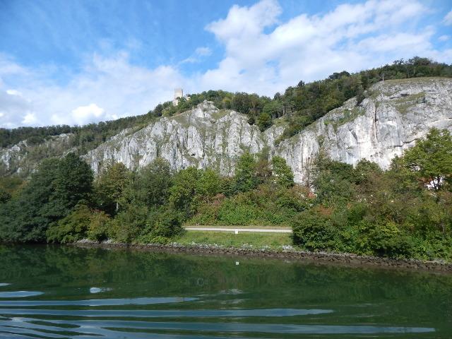 Blick auf Essing am Main-Donau-Kanal