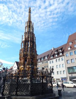 Der Schöne Brunnen auf dem Hauptmarkt in Nürnberg