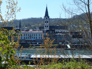Blick von der rechten Rheinseite auf Boppard