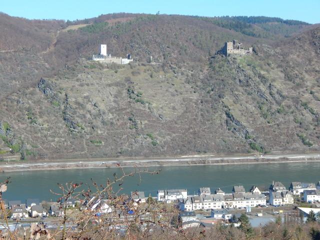 Blick auf die Burgen Sterrenberg und Liebenstein vom Friedenskreuz aus