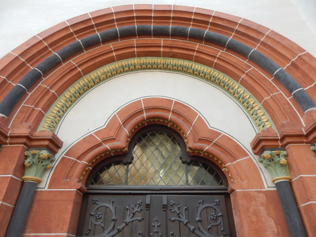 Eingang zur Peterskirche in Bacharach