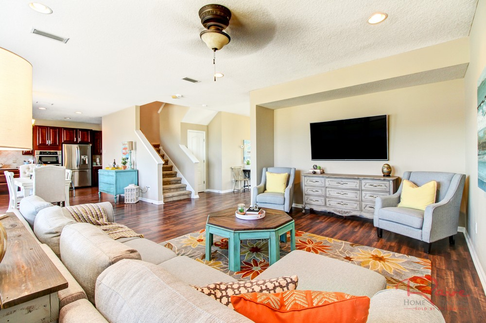 adding color in home staging