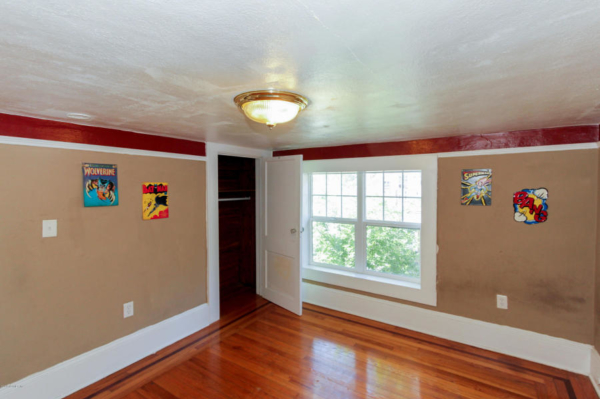 staging an awkward home with low ceilings (15)