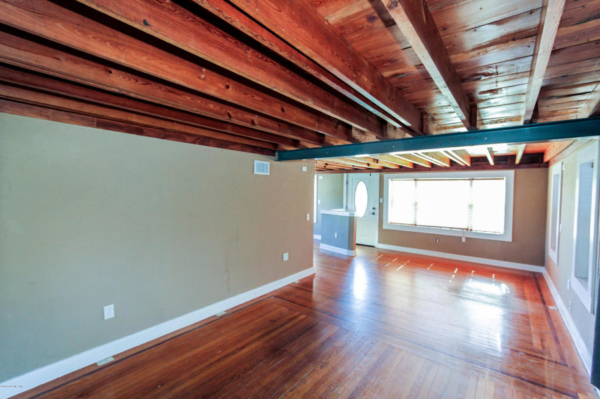 staging an awkward home with low ceilings (8)