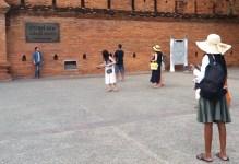 tha-pae-gate-tourists-2