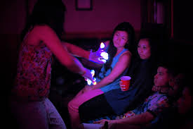 File:Gloving.jpg - Wikipedia