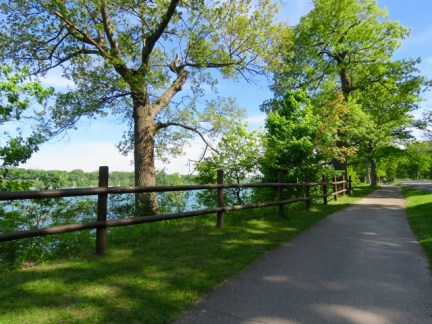 The bike trail to Niagara-On-The-Lake