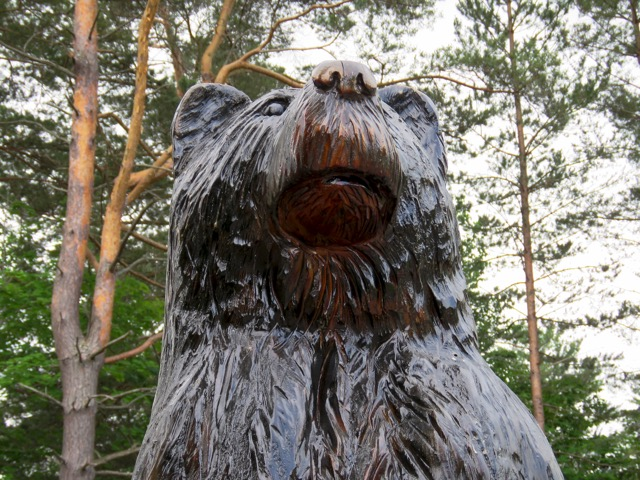 A gigantic chainsaw carved bear