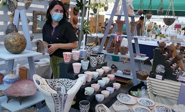 faenza protagonista in cina alla fiera internazionale della ceramica, donata opera di muky. Made In Italy Mostra Mercato Della Ceramica Italiana