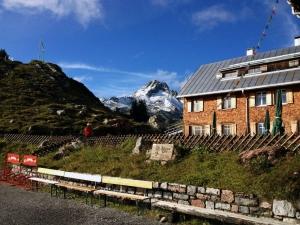 Freiburger Hütte, 1.931 m
