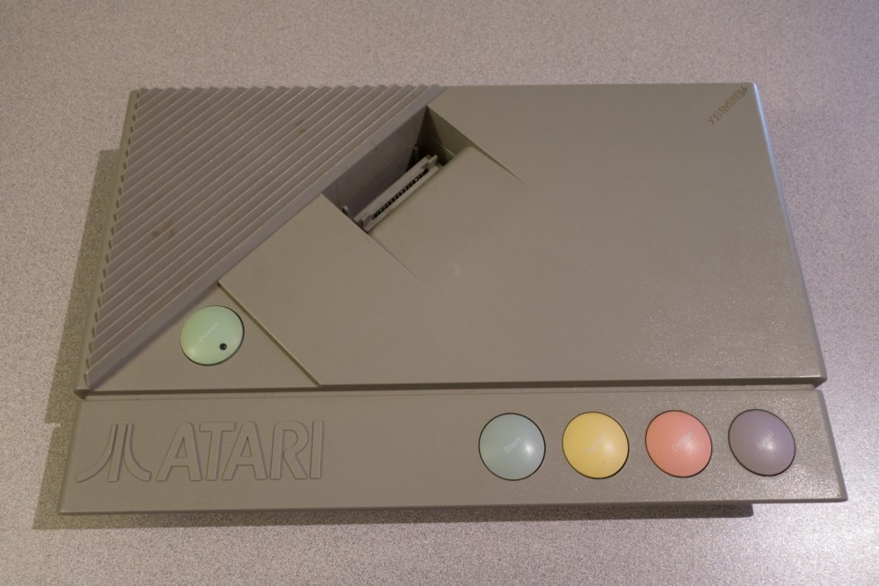 Atari-XE-Game-System-XEGS-01273-8