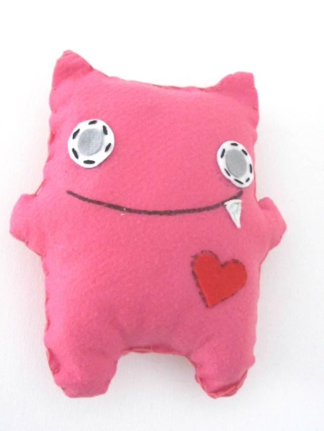 Pupazzo in pannolenci, rosa scuro.