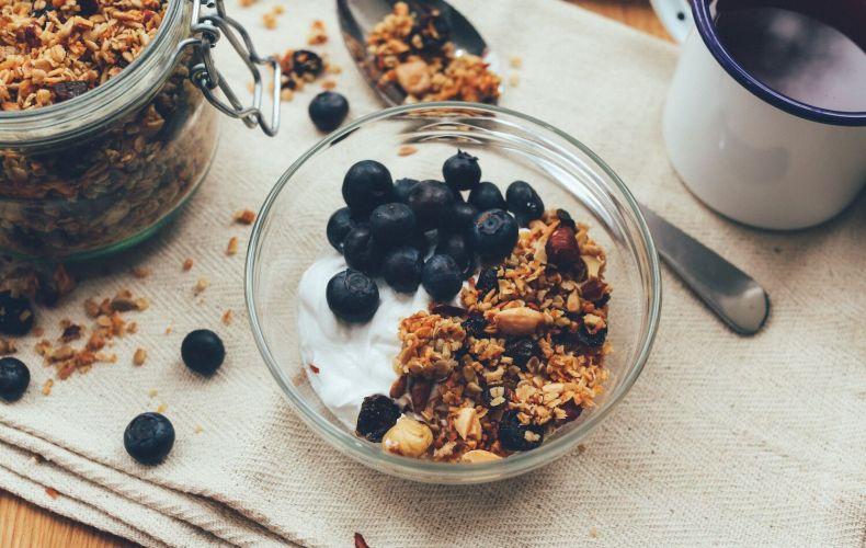 Pumpkin granola w/ yogurt