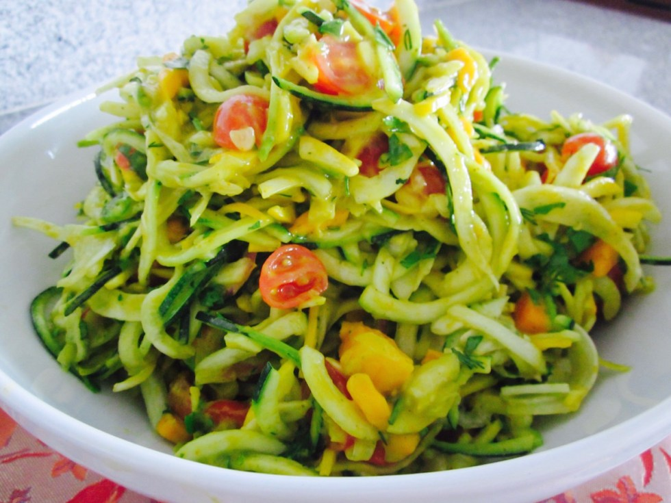 zucchini-noodle-salad-curry-mango
