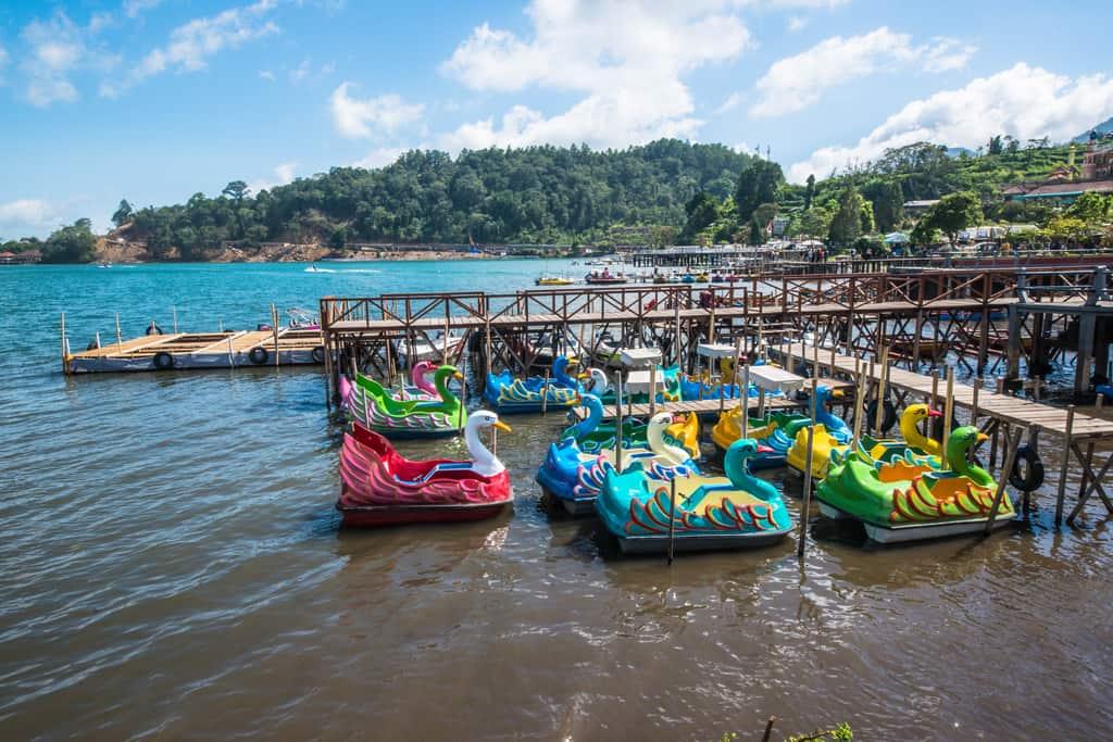 paddle boats at lake baratan, lake bratan