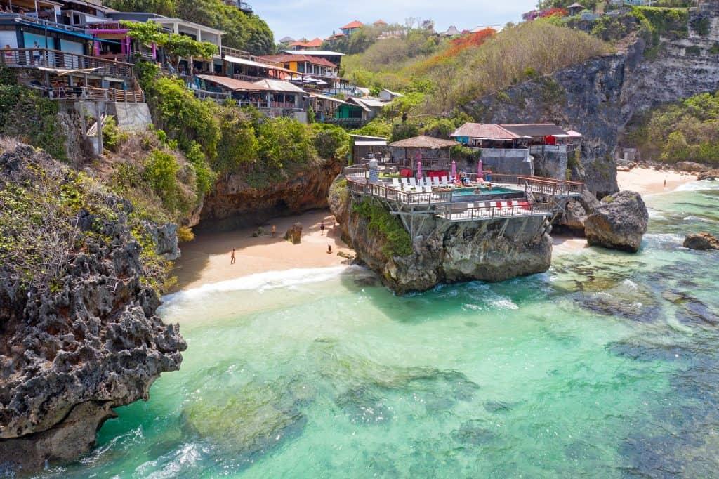 best areas to stay in bali, accomodation bali, uluwatu