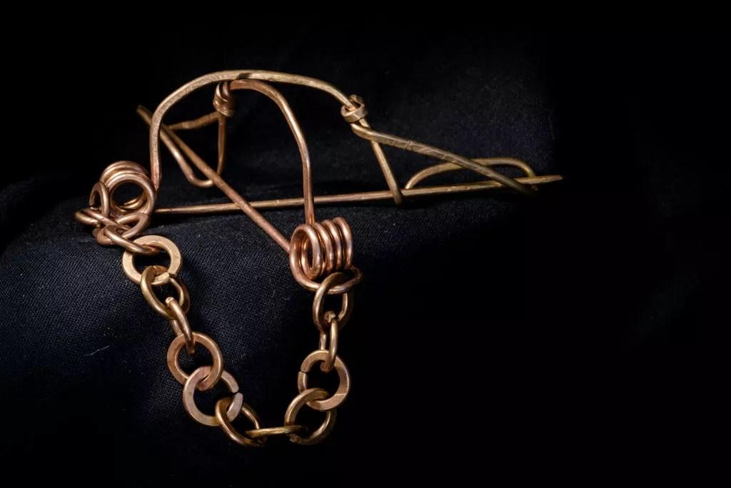 Exemple de prise de vue de produit (bijou) réalisée par Baptiste Leroy, photographe sur Vannes (Morbihan, Bretagne)