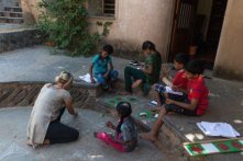 Students and teachers do not feel confined within walls of a classroom. PHOTO: Vikalp Sangam