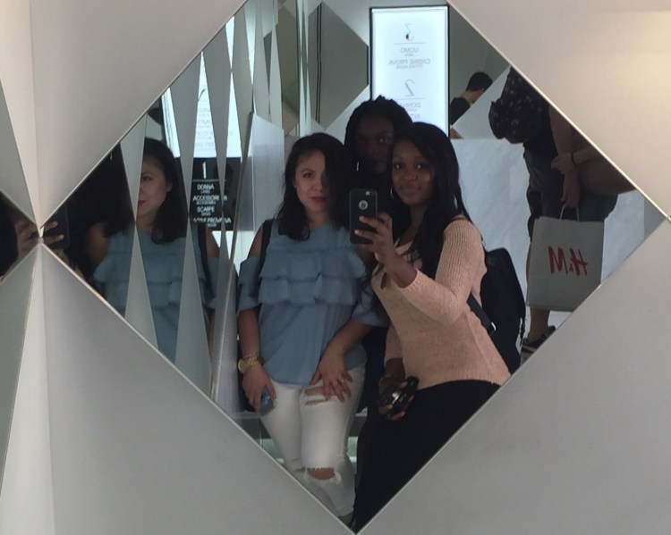 raychel-says-travel-selfie-h&m-milan-2017-images