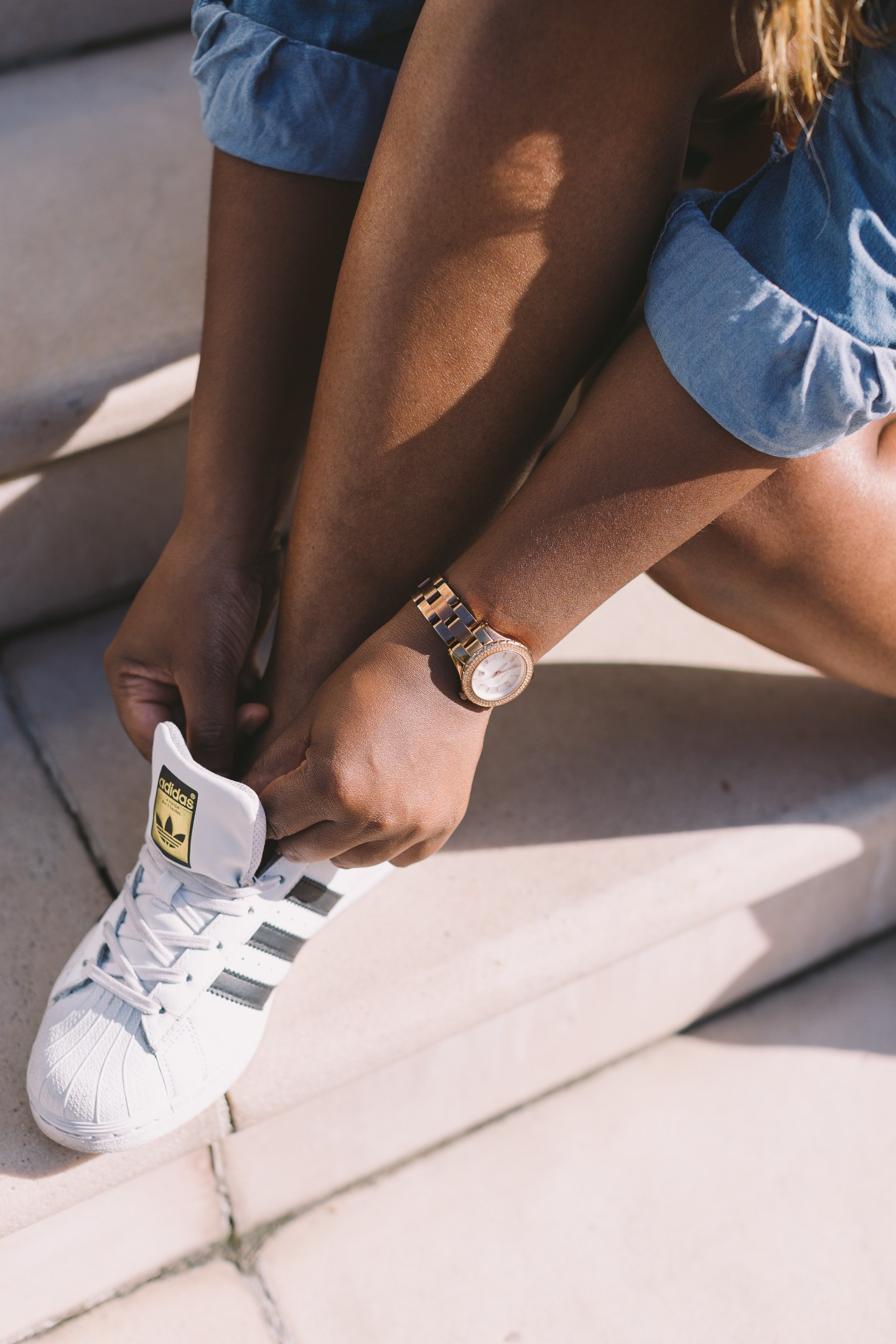 raychel-says-white-black-addidas-superstars-micheal-kors-rose-gold-watch