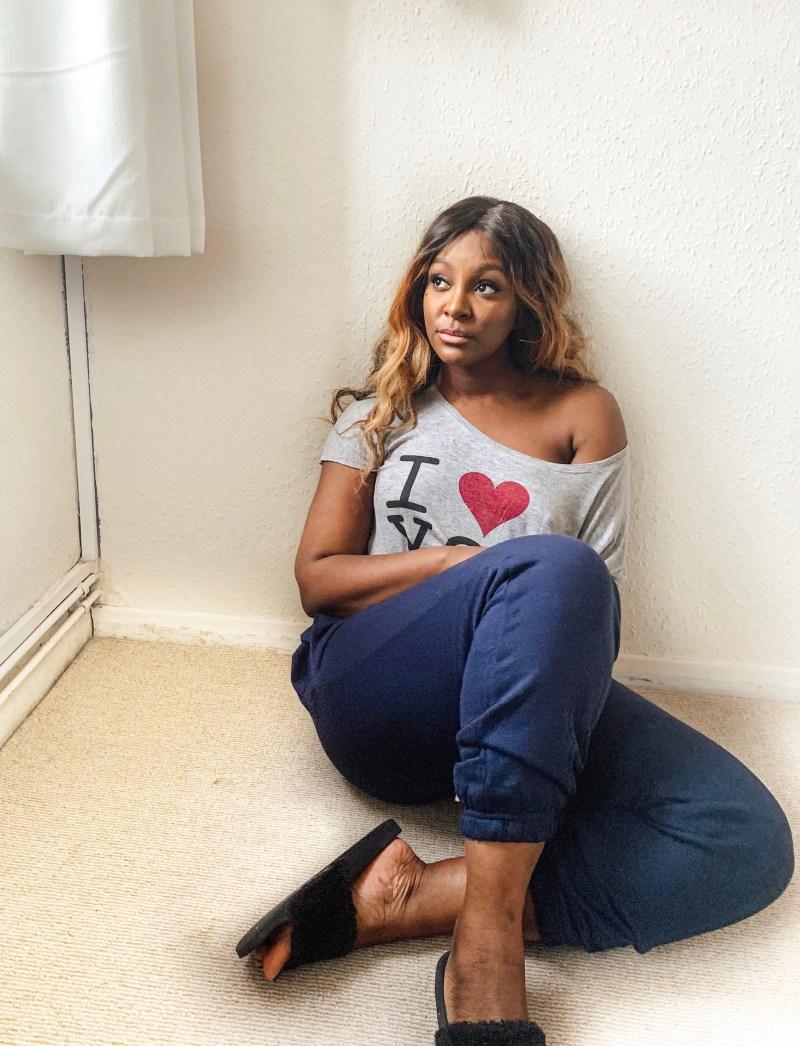 raychel_says_femme_luxxe_finery_navy_joggers_lizzie