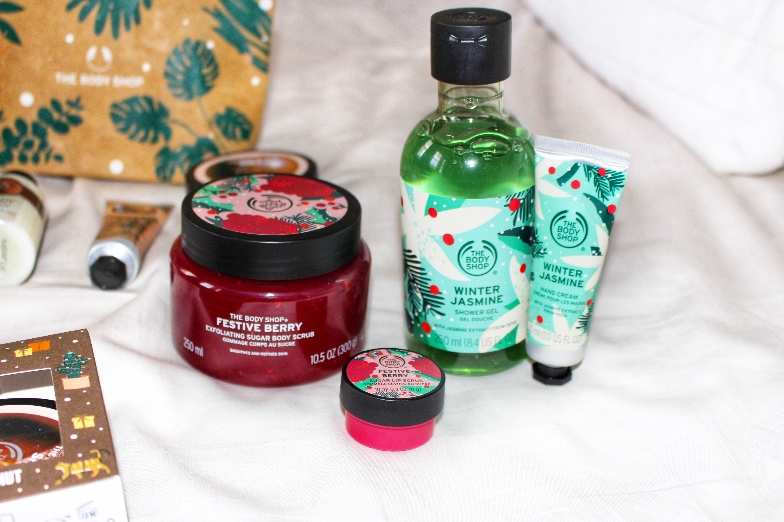 festive-winter-jasmine-body-wash-hand-cream-green-red--body-scrub-the-bodyshop-fragrant-christmas-gift-guide-raychel-says
