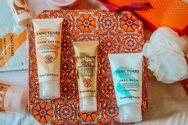 christmas-gift-guide-sanctuary-spa-heel-balm-body-wash-lotion-cream-gift-box-raychel-says