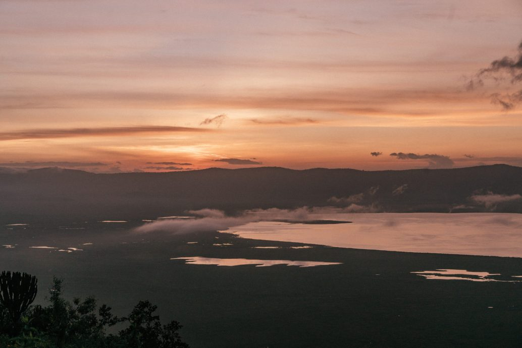 safari sunrise ngorongoro crater