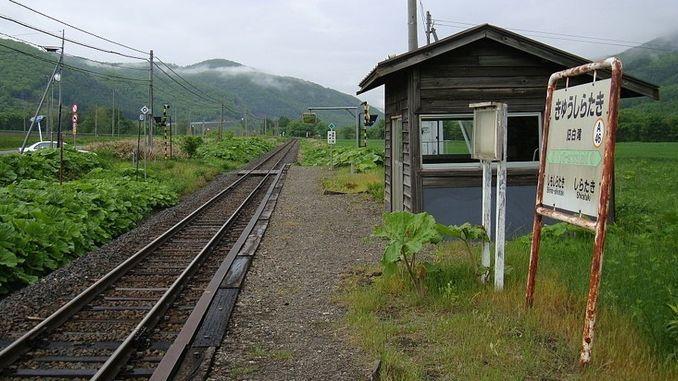 Tek Bir Yolcusu Olan Tren İstasyonu