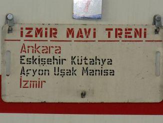 Izmir tren azul llegando a Ankaraya
