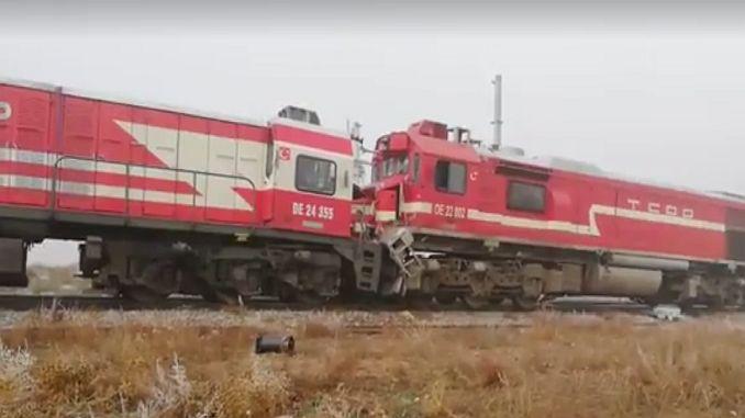 प्रवाशांची गाडी 10 जखमी झालेल्या अपघातग्रस्त रेल्वे गाडी