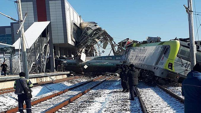 ankarada yasanan tren kazasi enkazi kaldiriliyor