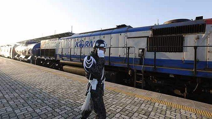 guney ile kuzey kore demiryollari birbirine baglaniyor