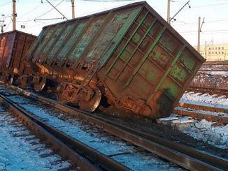 acht auto's van een Yuk-trein in Rusland ontspoorden