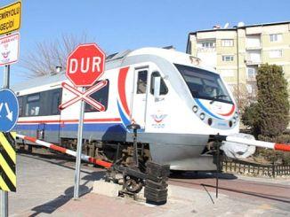 дорожные и информационные знаки на железнодорожных переездах на линии Шивас Самсун