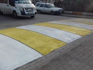 diyarbakirda yol cizgileri ve trafik levhalari yenileniyor
