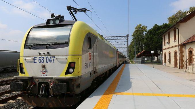 istanbul adapazari tren seferleri 5e cikarildi ama yolcular hala magdur