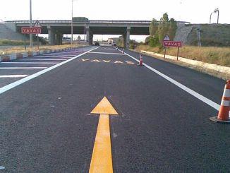 horizontalna oznaka s termoplastičnom i dvokomponentnom bojom na cestama