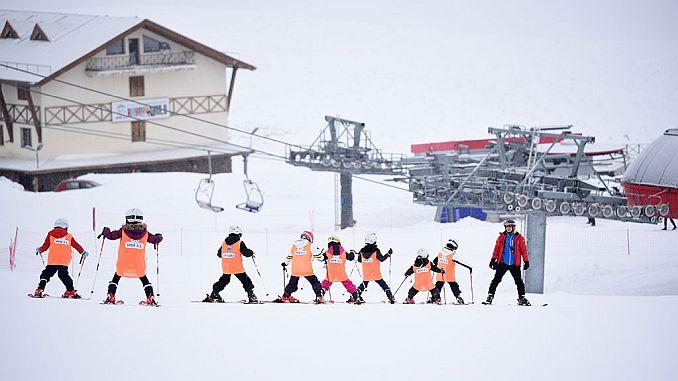 turkiyenin en buyuk kayak okulu
